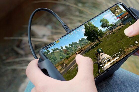 HyperX ChargePlay Clutch je ideální pro mobilní hraní